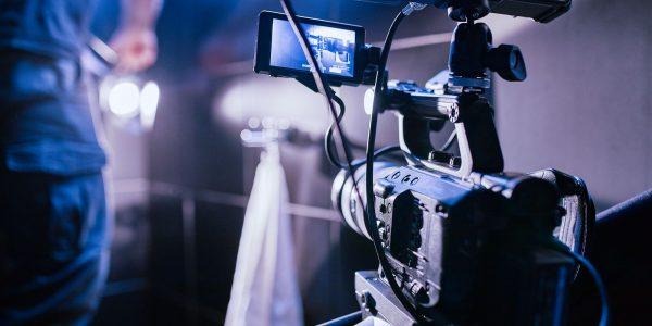 réalisation vidéo - camera qui filme une scène