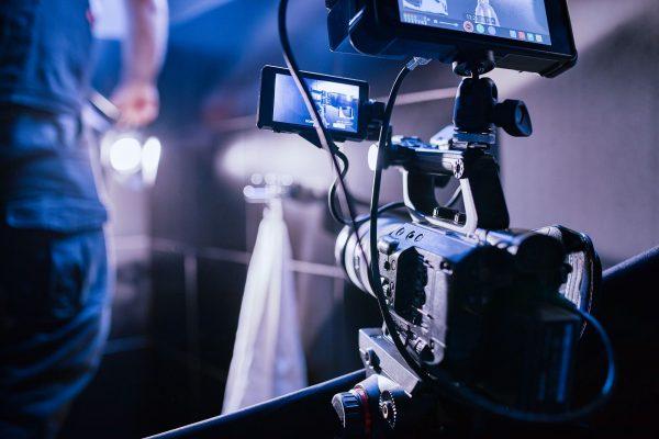 camera qui filme une scène